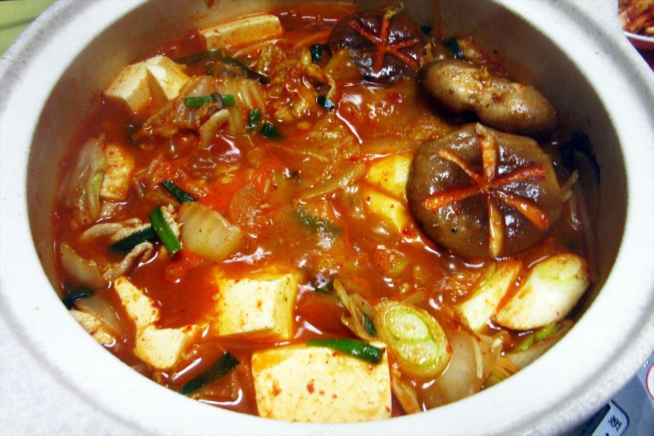 【キムチのほし山】のキムチとチゲ味噌で作ったキムチ鍋