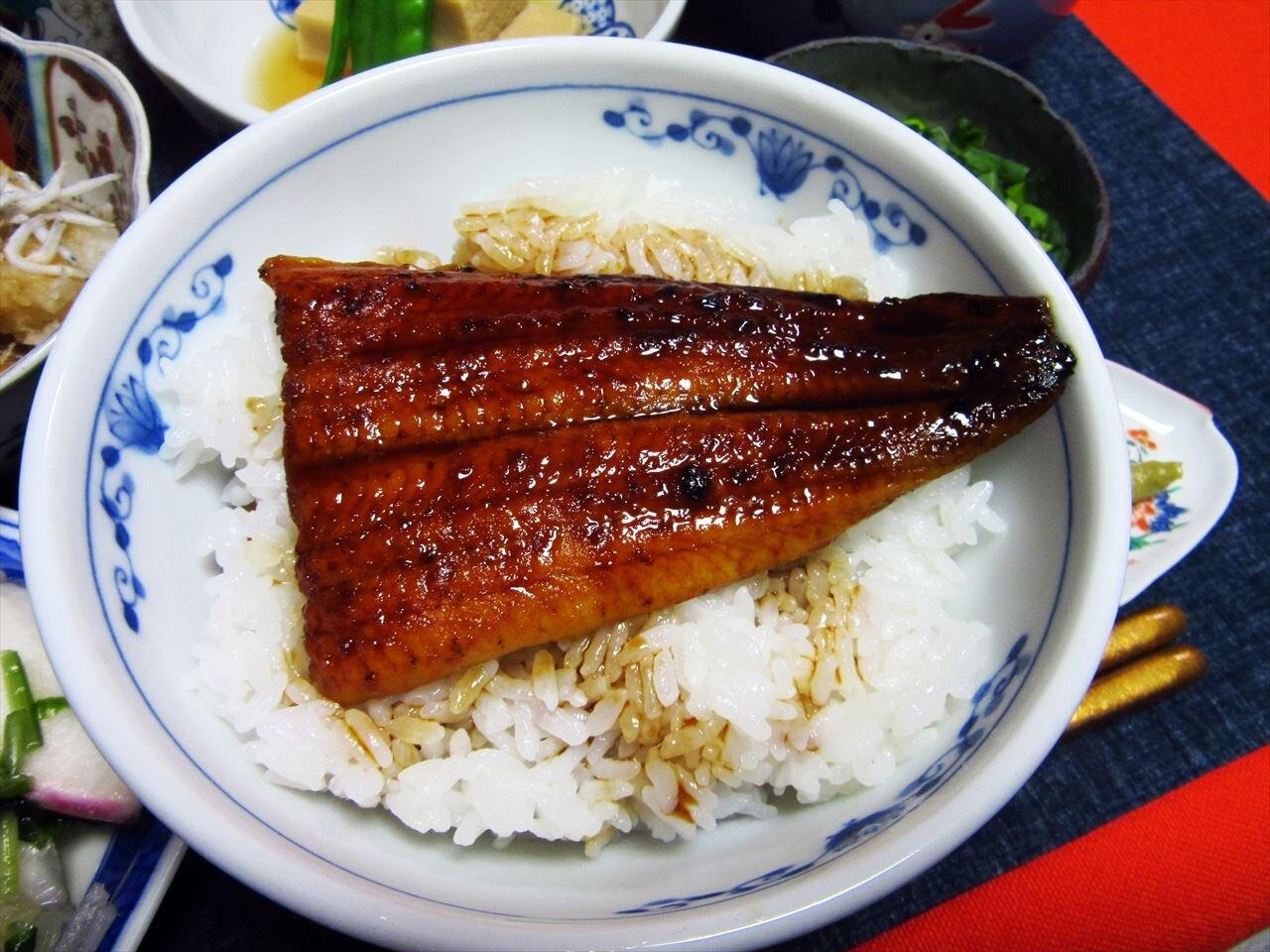 【うなぎ屋かわすい 川口水産】カットうなぎでうな丼