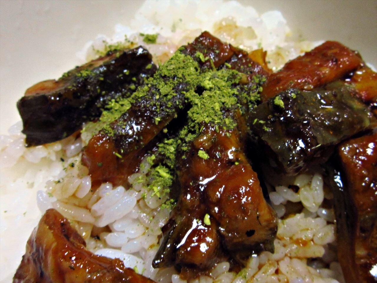 【うなぎ屋かわすい 川口水産】きざみうなぎに緑の山椒